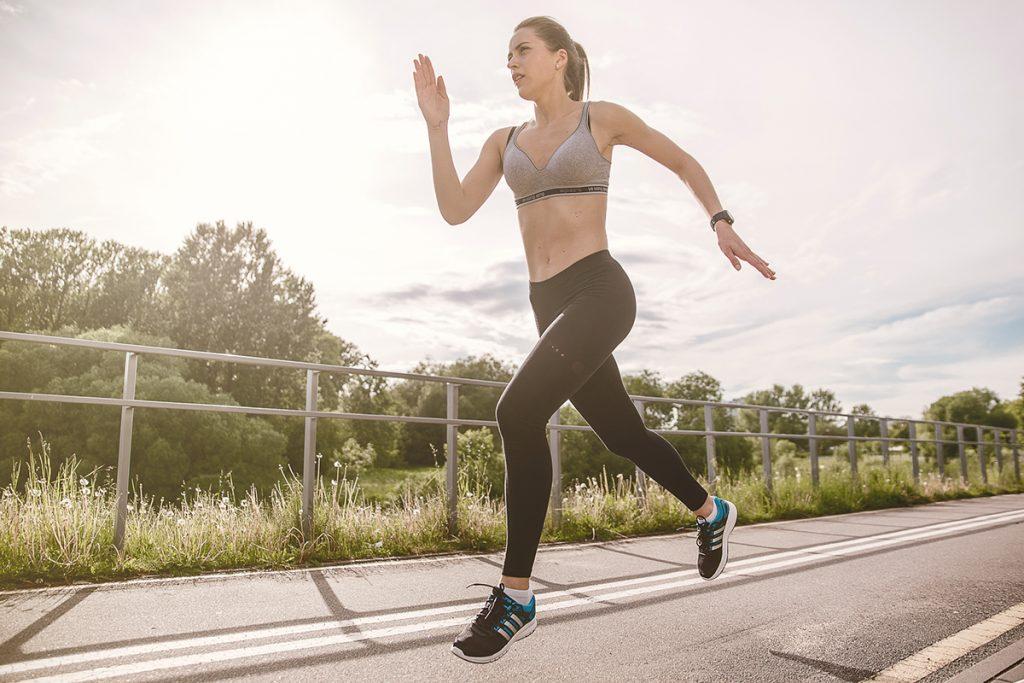 รองเท้าผ้าใบผู้หญิงเพื่อสุขภาพ